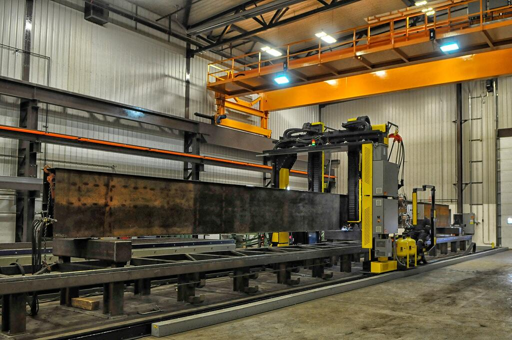 beam welding gantry with steel