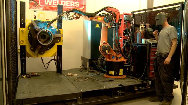 welding kuka robot arm demonstration