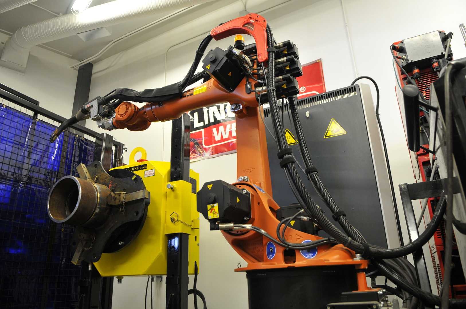 welding robot with pipe positioner