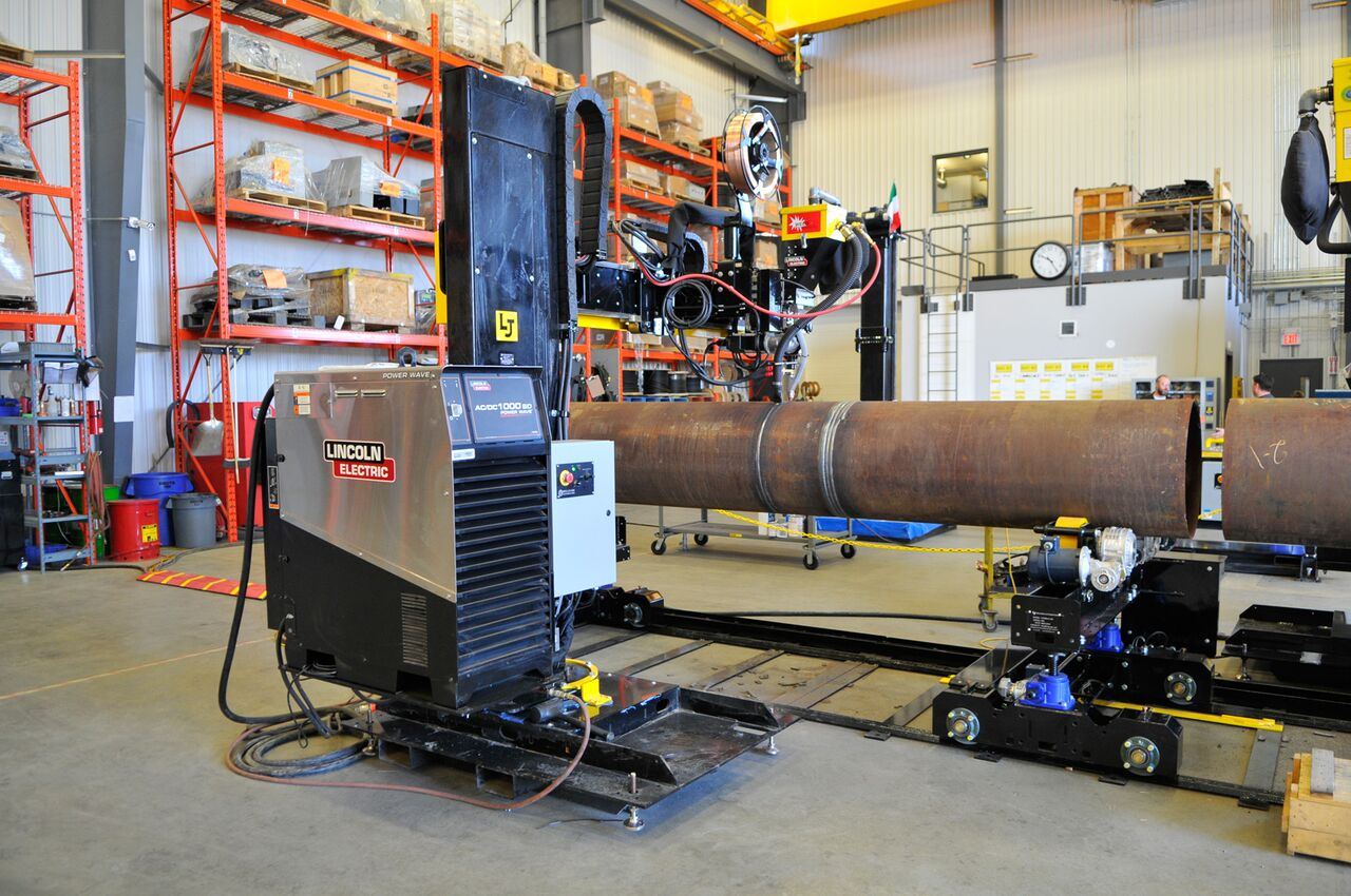 10-ton pipe double-joining turning rolls using lincoln electric column and boom welding manipulator