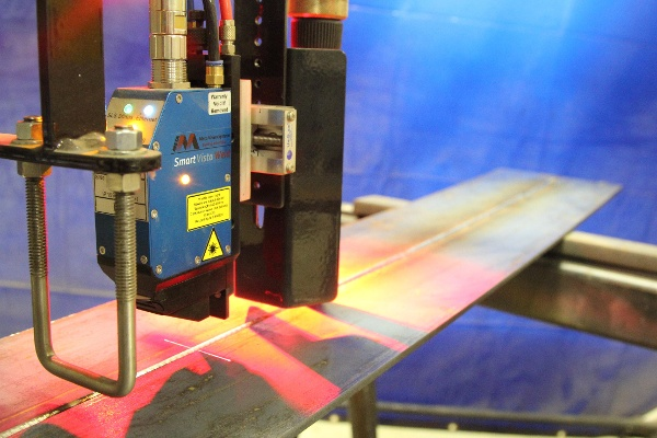 laser vision seam tracking for a column boom welding manipulator