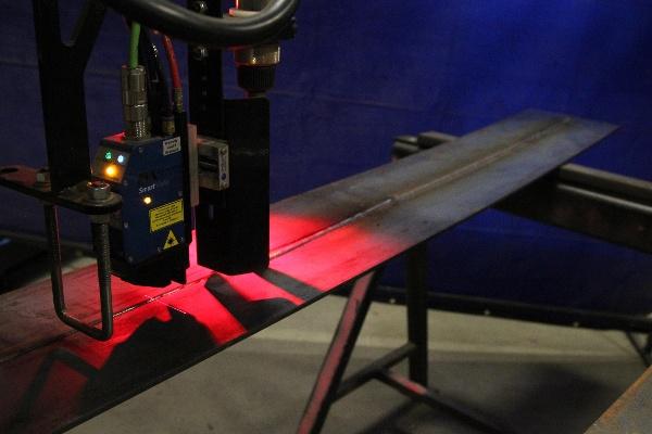 laser vision seam tracking for a column boom welding manipulator