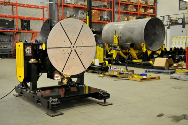 gear tilt positioner with heavy-duty turning rolls in background