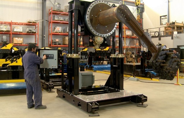 headstock welding positioner with overhung load.