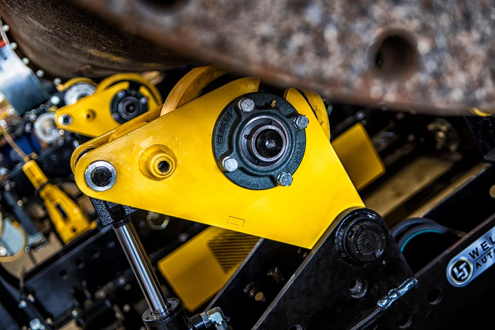 LJ Welding self-aligning pipe rotators 10TMR